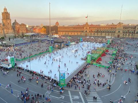 La pista de patinaje más grande del mundo: Glice pista ecológica en el Zócalo de la Ciudad de México